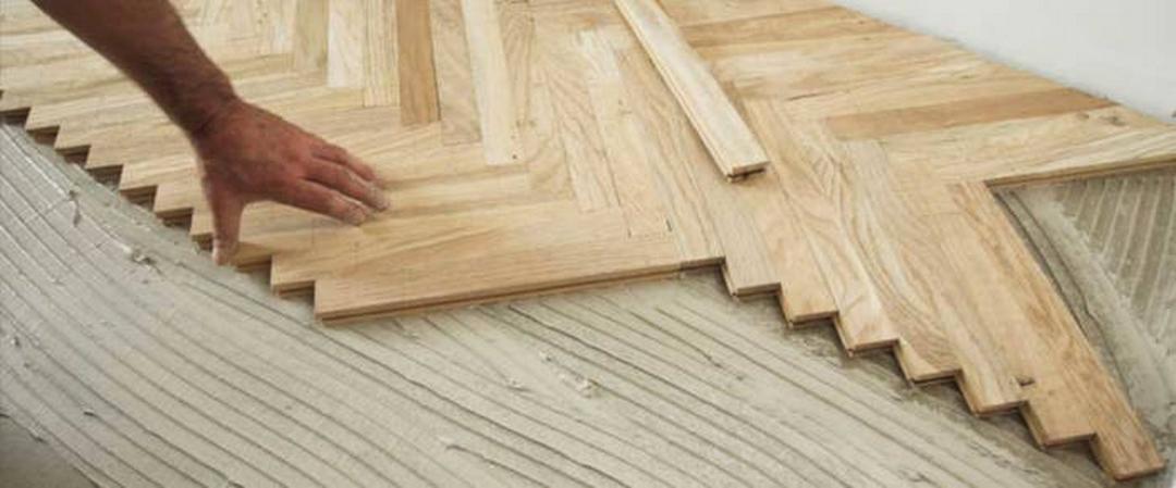 EmilPav posa del parquet, con adesivi per pavimenti in legno